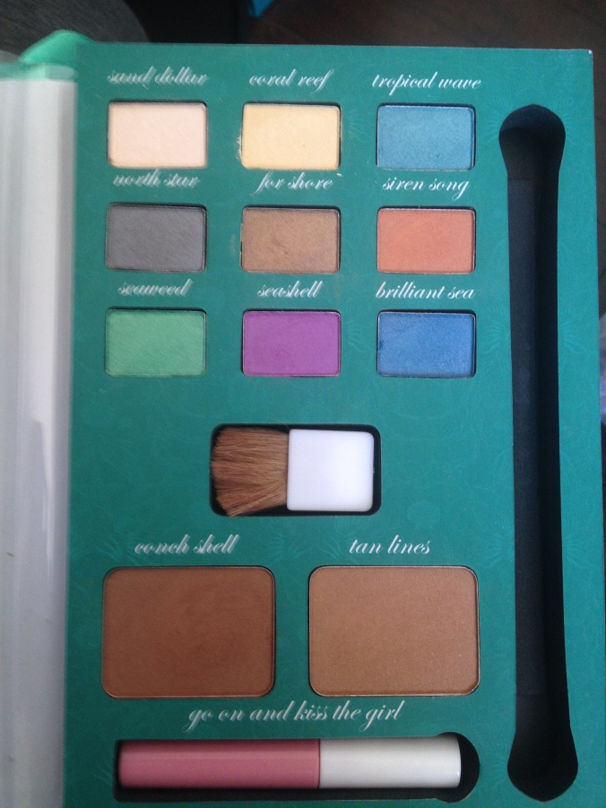 The eye shadow brush is now living in my brush jar but here is the rest of the Beauty Book.